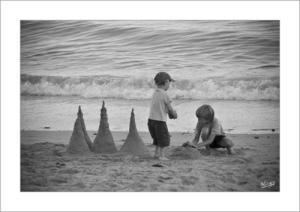 niños-blanco-y-negro-playa